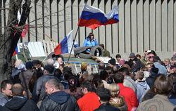 В Луганске из-за захвата здания СБУ парализовано движение в городе