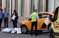 Такси остановил лишь столб с дорожными знаками