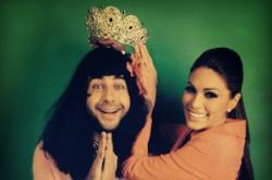 """PR в шоу-бизнесе: Ургант похвастался фото в короне """"Мисс Вселенной-2013"""""""