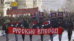 Российские националисты в Москве закидали помидорами короля Нидерландов