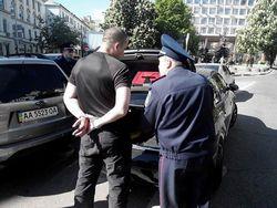 Милиция задержала провокатора с полным багажником оружия у Парка Славы в Киеве