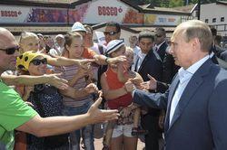 Кризис не мешает россиянам обожать Путина – иноСМИ