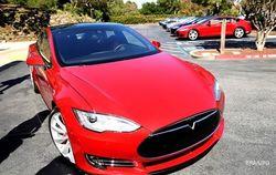 Электромобиль Tesla установил новый рекорд – 900 км на одной подзарядке