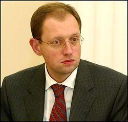 Яценюк отказался от поста премьера и требует конкретики от ЕС