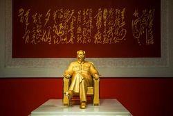 Золотую статую Мао Цзэдуна за 16 млн. долларов представили к его 120-летию
