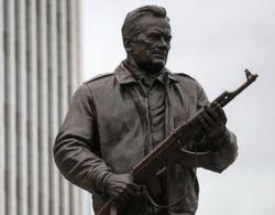 Памятник Калашникову в Москве