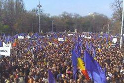 100 тысяч человек в Кишиневе вышло на митинг в поддержку евроинтеграции