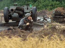 Боевики отчаянно сопротивляются, прикрываясь живым щитом