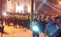 Спецназ снес блокпост митингующих на Лютеранской