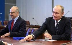 В. Путин подает документы на участие в выборах