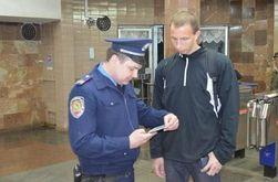 В Харькове повестки в военкомат вручают в метро