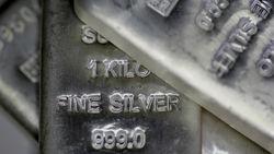 Серебро фиксирует максимумы из-за нестабильности на мировом рынке