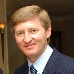 Компания Ахметова призвала к мирному разрешению противостояния в Украине