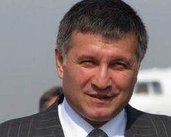 Террористы в Славянске прикрываются мирными жителями – Аваков