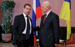 Азаров летит в Москву убеждать Медведева отказаться от торговых войн