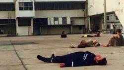 Вот так отдыхали в аэропорту спасенные из Непала