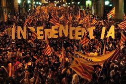 Каталонцы вышли на улицу, требуя референдум о независимости