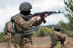 Порошенко разрешил открывать ответный огонь на провокации боевиков