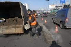 Азаров рассказал на Facebook когда и как будут отремонтированы дороги