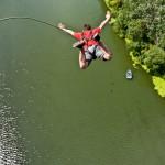Девушка выжила при падении с 111-метрового моста