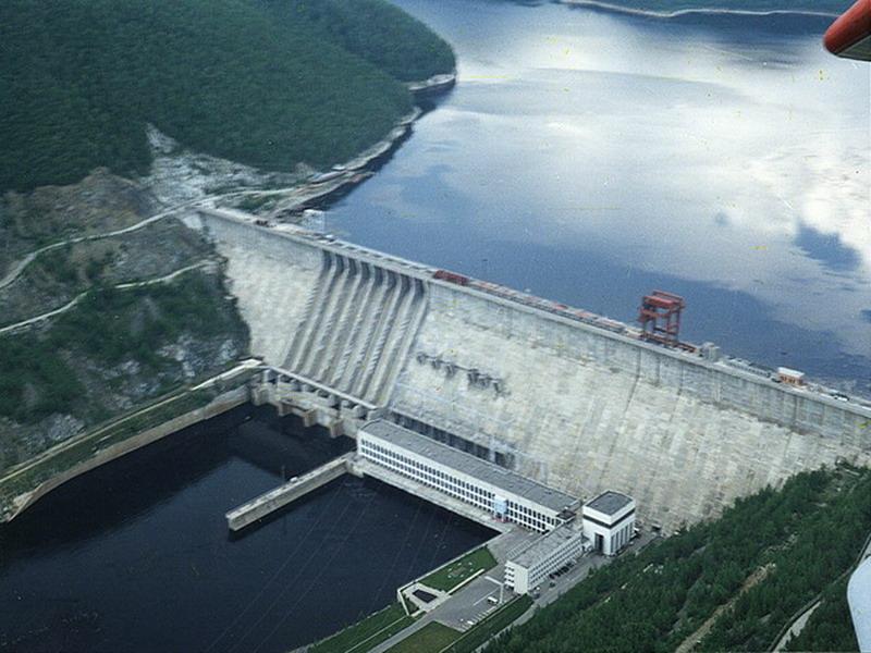 Этим методом возведены гидроэлектростанции Ангаро-Енисейского и Иртышского каскадов.  Схема строительства ГЭС в три и...