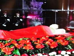 Телевидение КНДР транслирует прощание с Ким Чен Иром