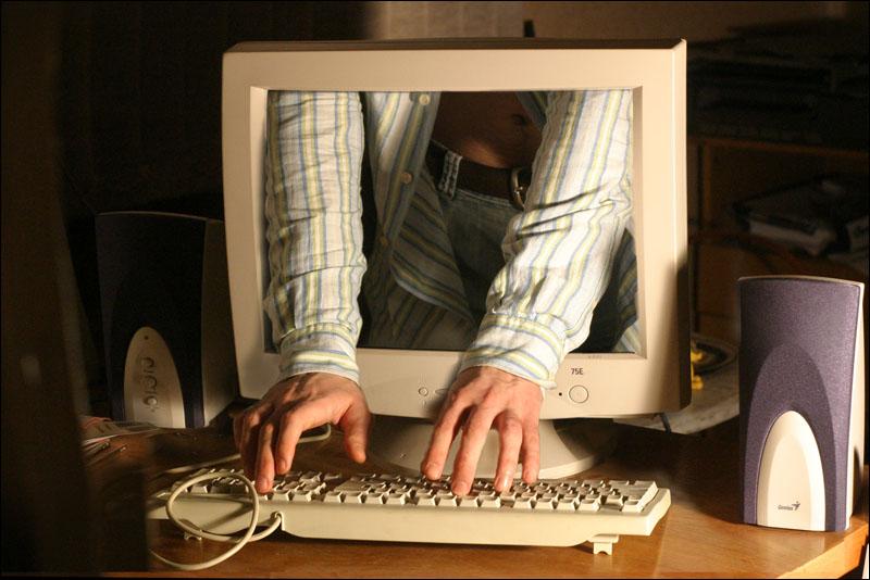Хакеры из группы Anonymous взломали сервер подрядчика Пентагона