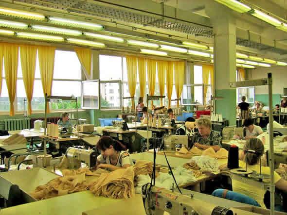Пошивочный цех, по производству мешков для денег.  Для форекс-трейдеров.