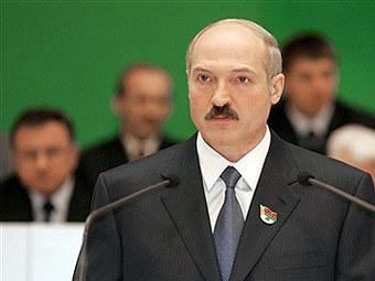 Лукашенко распорядился на льготных условиях отпустить сельхозорганизациям запасы складские техники