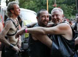 Смольный предлагает геям митинговать возле кладбища