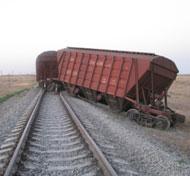 На Украине сошли с рельсов 27 вагонов грузового поезда