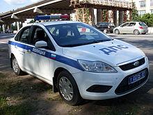 полицейский протаранил несколько дорогих автомобилей