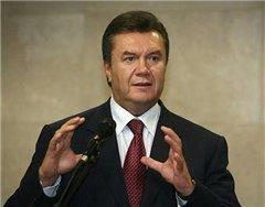 Виктор Янукович повысит зарплаты госслужащим, уволив других