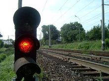 Водитель спасся за миг до столкновения машины с поездом