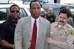 Врач, убивший Майкла Джексона, досрочно выпущен из тюрьмы