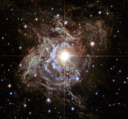 """НАСА показало снимки """"небесного украшения"""", сделанные телескопом Хаббл"""