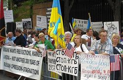 Поток эмигрантов из России в Украину растет, но мешают бюрократы и мздоимцы