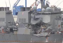 Военный корабль США попал в аварию, погибли 7 моряков