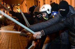 На Евромайдане произошла драка - заметно оживление внутри ограждения