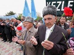 На траурную акцию крымских татар в Симферополь завозят автозаки из России
