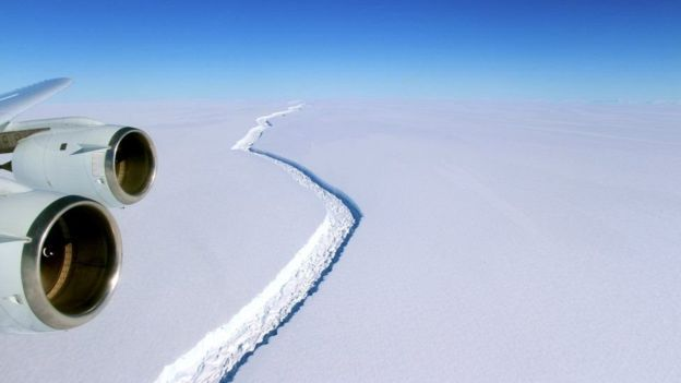 Наибольший вмире айсберг может образоваться вАнтарктиде