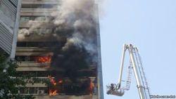 В Ташкенте загорелось многоэтажное здание