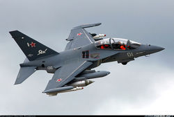 Александр Лукашенко ознакомился с российским  самолетом Як-130 в Барановичах
