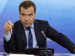 Медведев призывает «взрослых» людей принять аннексию Крыма