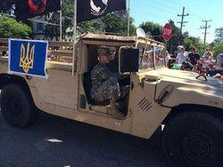 На параде в США проехался военный автомобиль с тризубом