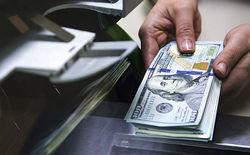 Рубль впервые в этом году опустился ниже отметки 56 за доллар