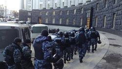 """""""Беркут"""" охраняет здание правительства Украины"""