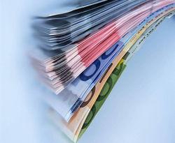 Курс евро на Forex снижается к доллару во второй половине дня