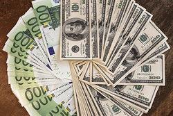 Курс евро на Forex снижается к доллару на американской сессии