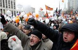 Петарды, газ, дубинки: в Харькове беспорядки у консульства РФ